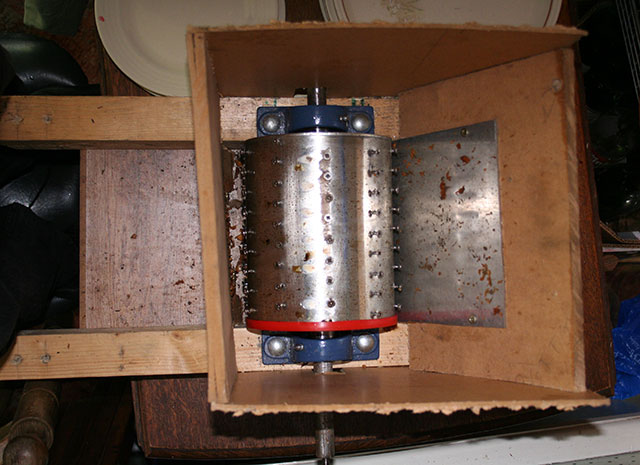 homemade homebrew diy apple crushing grinder scratter for cider and